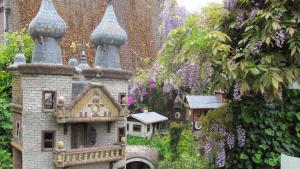 Garden scene of the previous